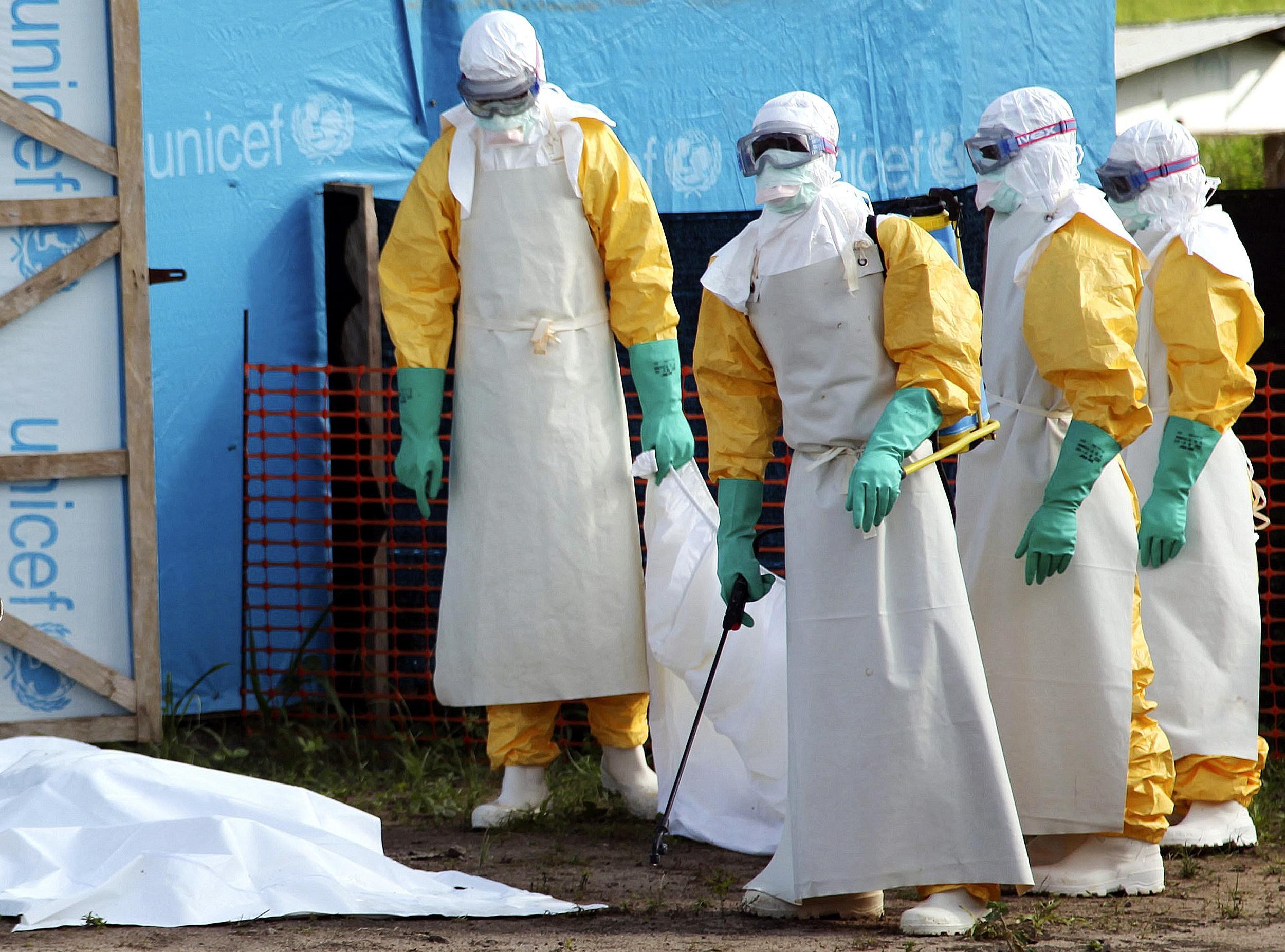 http://media3.s-nbcnews.com/i/newscms/2014_31/588826/140728-ebola-liberia-jms-1706_8c9cb50e983bc3837e738c2fbef66739.jpg