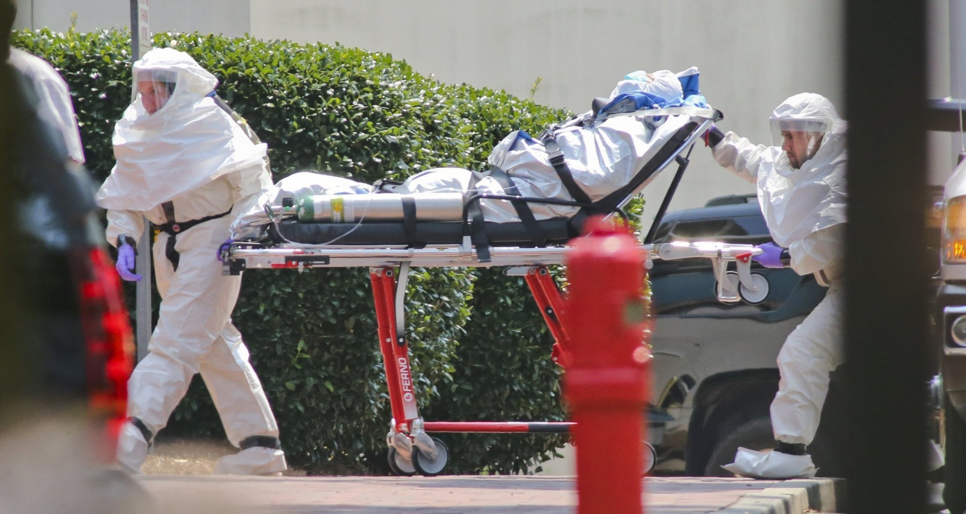 http://blogs-images.forbes.com/dandiamond/files/2014/10/la-na-nn-ebola-missionary-emory-atlanta-arrive-20140805-1940x10331.jpeg